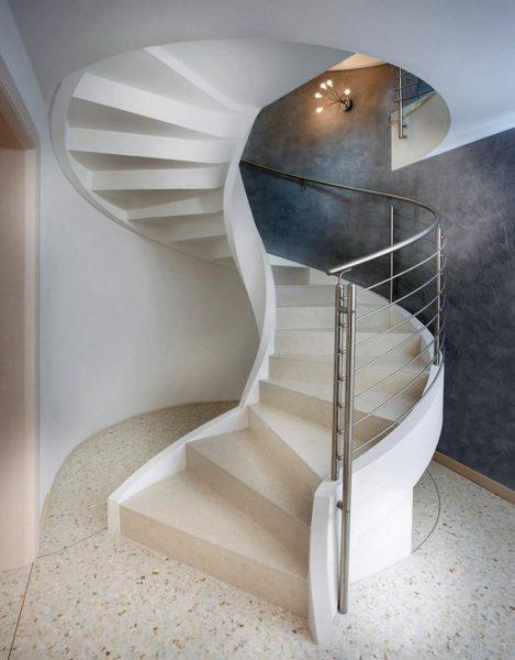 Основные плюсы бетонных лестниц — длительный срок эксплуатации, влагостойкость и не горючесть