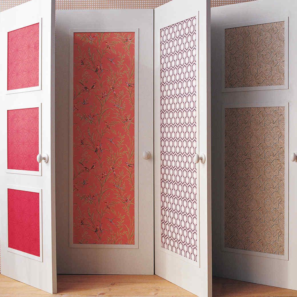 декор двери обоями
