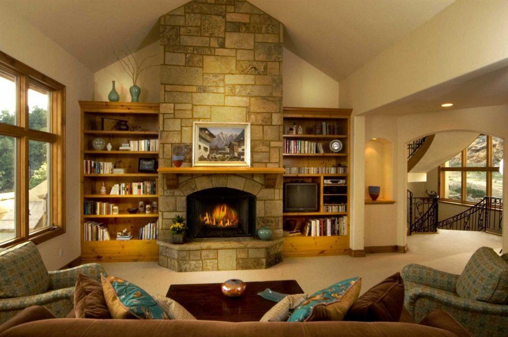 дровяной камин в гостиной