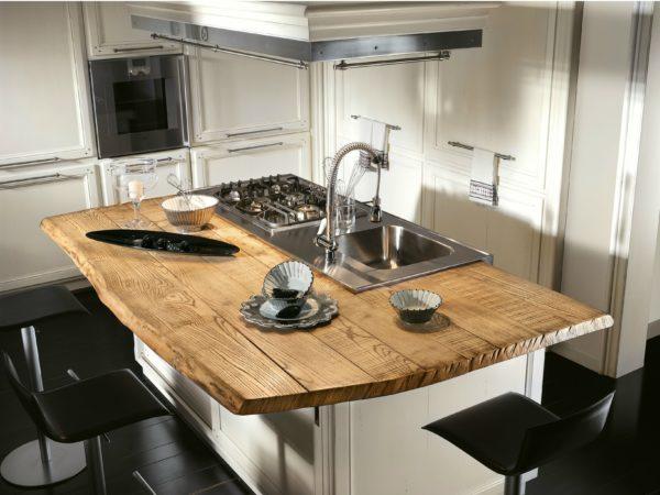 Деревянная кухонная столешница – что может быть уютнее и красивее?