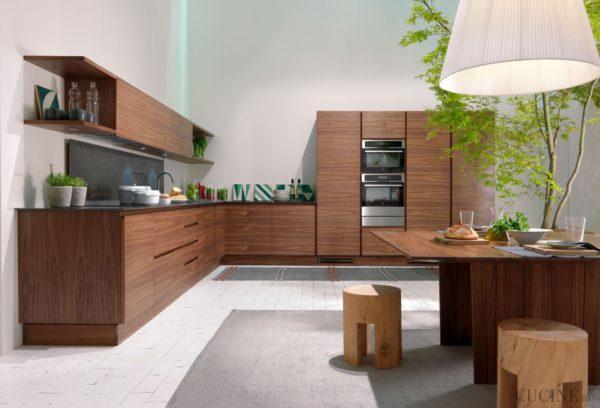 Угловая кухня популярна при благоустройстве интерьера.