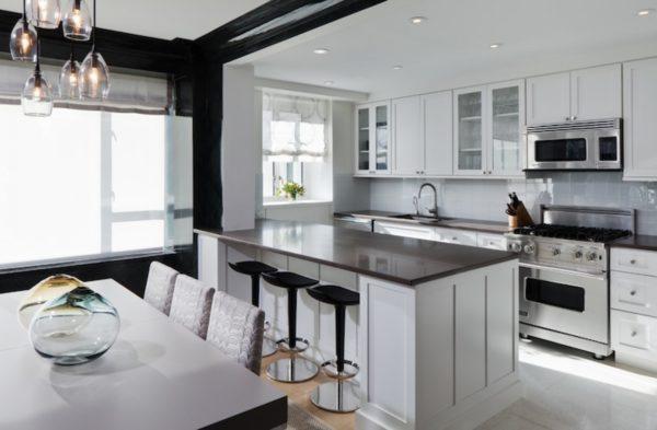 Идея островной планировки придется по душе владельцам просторной кухни или соединенной с гостиной.