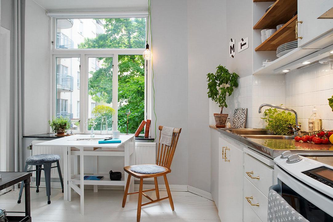интерьер маленькой кухни на балконе