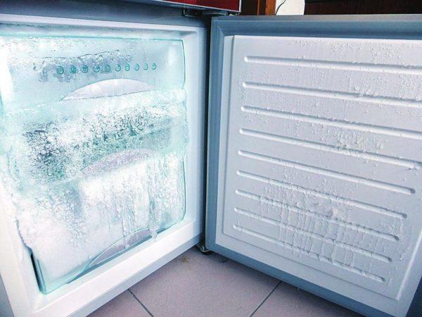 Постоянно тающий лед портит морозильную камеру