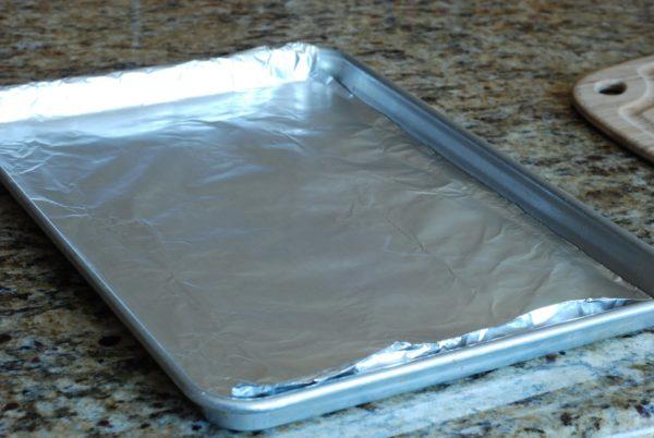 Вместо горячей воды вы также можете использовать пищевую соду и водную смесь с уксусным раствором.