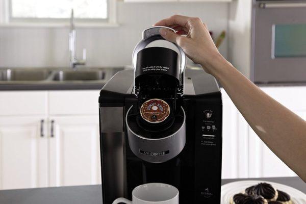 Капсульная кофемашина работает довольно просто