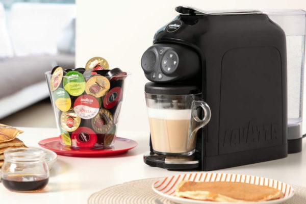 Такое оборудование как капсульная кофеварка может отличаться наличием функций и капсулами.