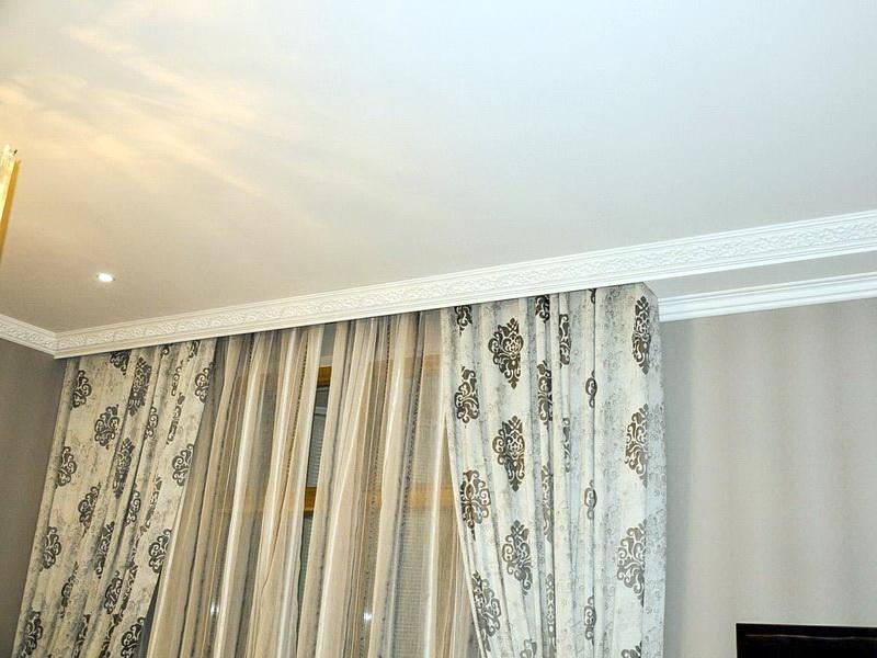 карниз для штор с натяжным потолком дизайн