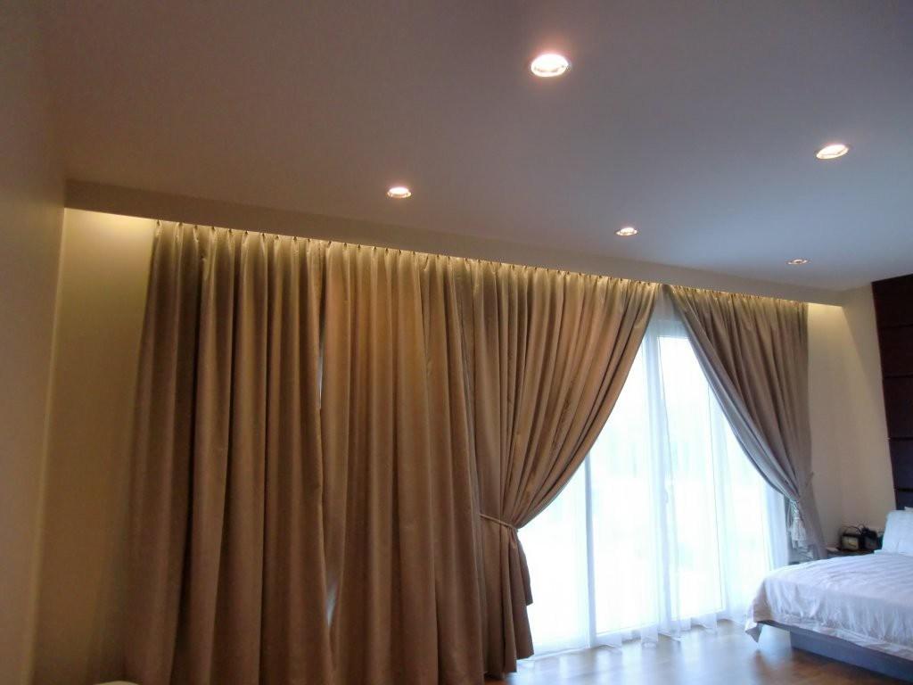 карниз для штор с натяжным потолком и подсветкой