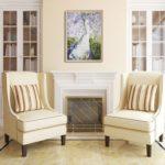 картины в интерьере гостиной белого цвета над камином