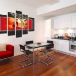 картины в интерьере гостиной кухни