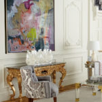 картины в интерьере гостиной классического стиля