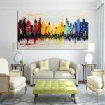 контрастные картины в интерьере гостиной