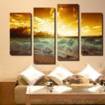 картины в интерьере гостиной с морским пейзажем