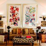 картины в интерьере гостиной в этническом стиле