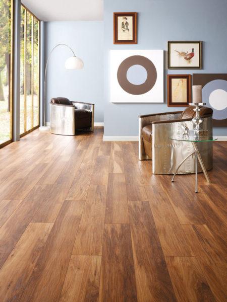 Популярность ламината обусловлена несколькими факторами – невысокой стоимостью и максимально правдоподобной имитацией натуральных деревянных поверхностей.