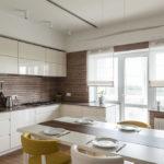 короткие шторы на кухне декор фото