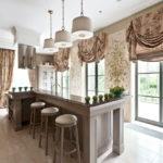 короткие шторы на кухне фото интерьера