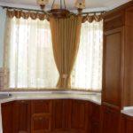 короткие шторы на кухне варианты идеи