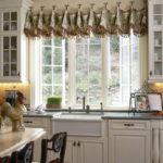 короткие шторы на кухне идеи фото