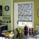 короткие шторы на кухне виды фото