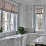 короткие шторы на кухне дизайн