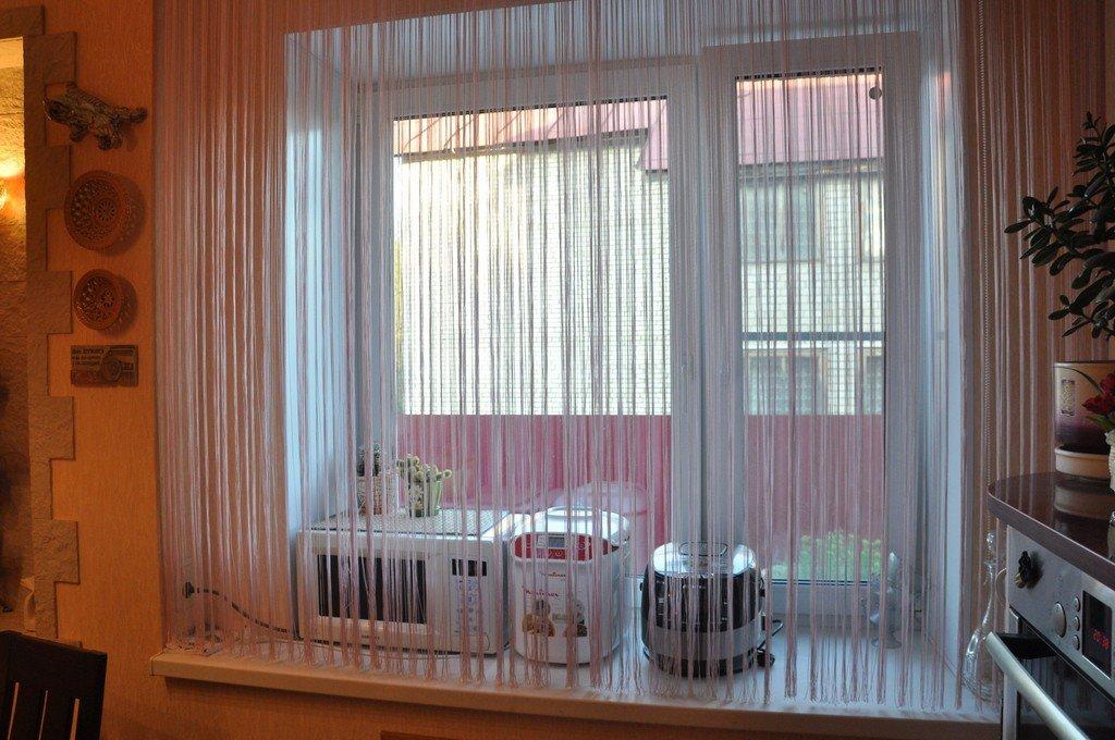 короткие ни тяные шторы на кухне