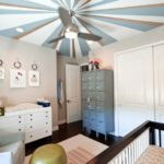крашеный потолок разноцветный