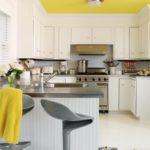 крашеный потолок жёлтый