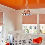 крашеный потолок оранжевый