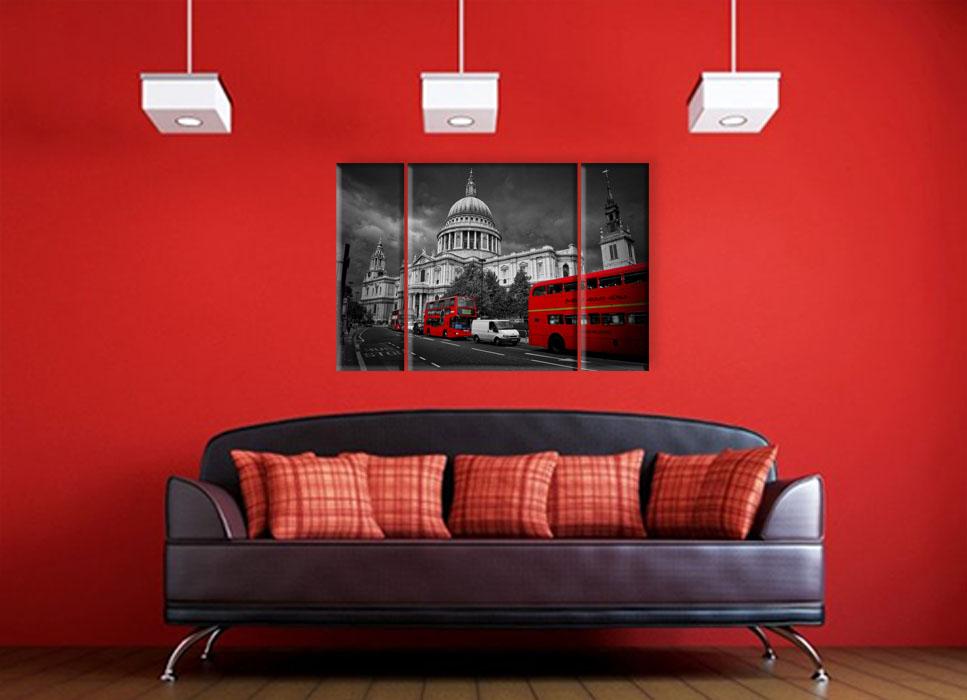 красная стена в гостиной