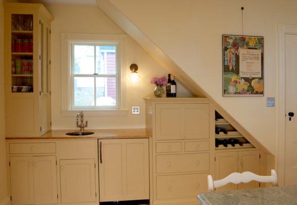 Цветовая гамма помещения должна быть преимущественно светлой. Используют коричневый, кремовый, оливковый, молочный, белый цвет.