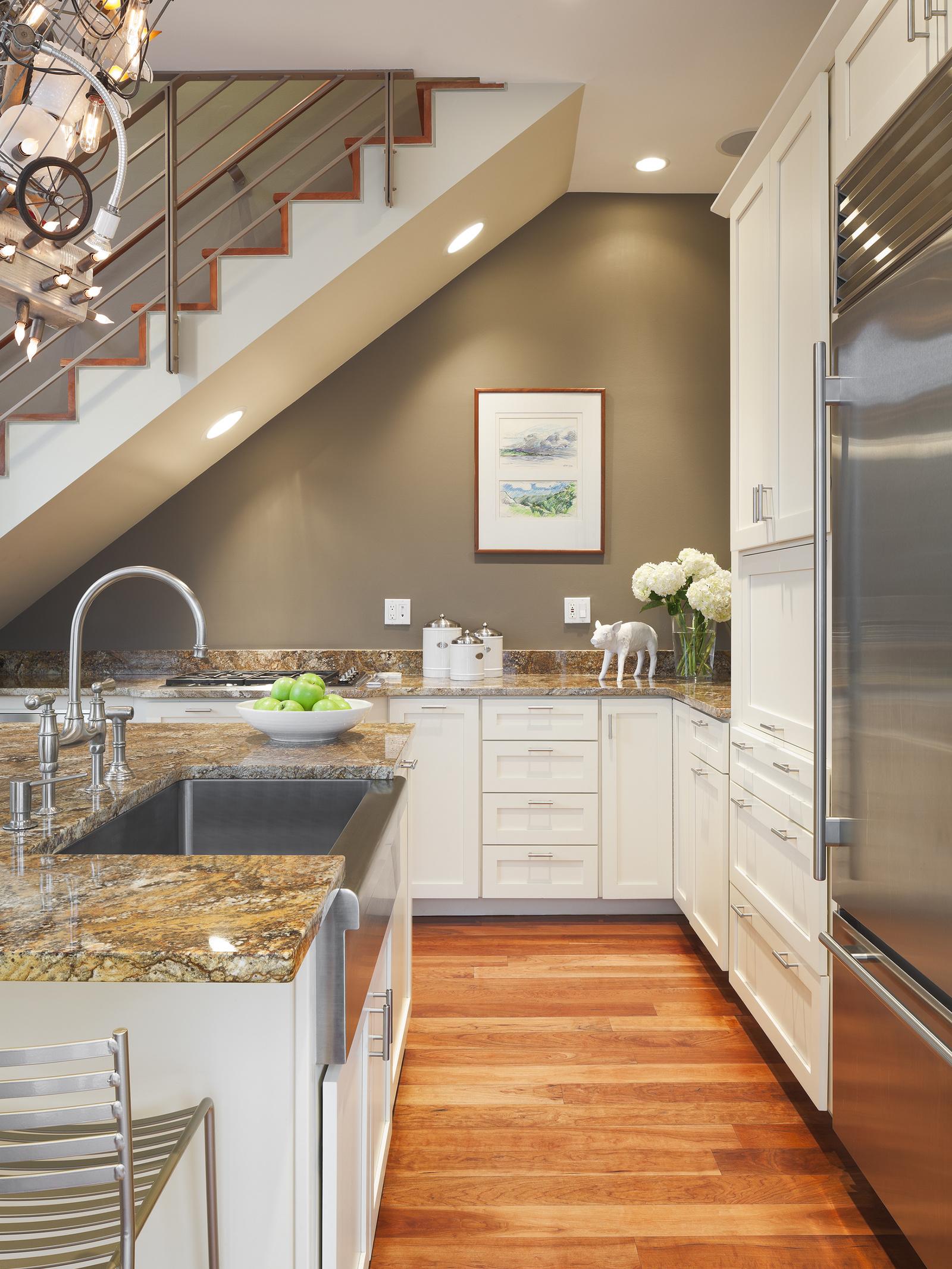совместных стараний кухни под лестницей фото разобраться