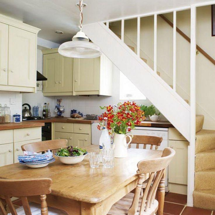 режут небольшими кухни под лестницей фото дочке стелле