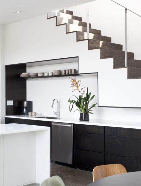 Современный стиль – отличное решение для комнаты с маленькой квадратурой, необычной планировки.