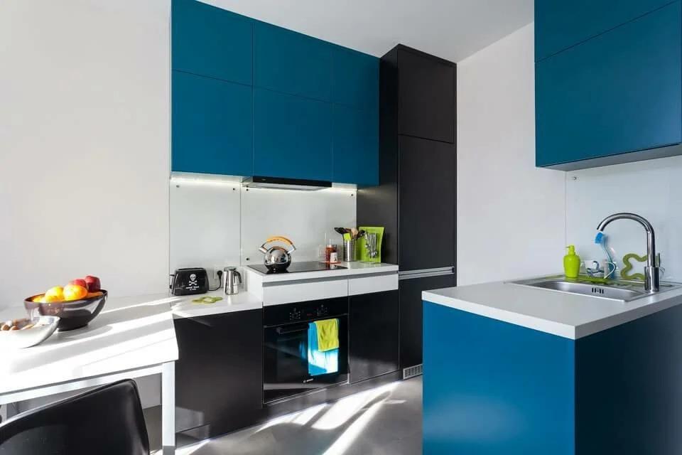 кухня в сине черном цвете