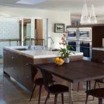 кухня венге со столешницей из камня