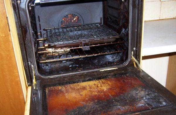Приготовление пищи в грязной духовке - не очень хорошая идея