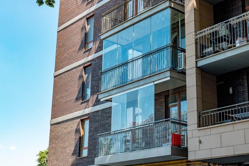 чем отличается балкон от лоджии