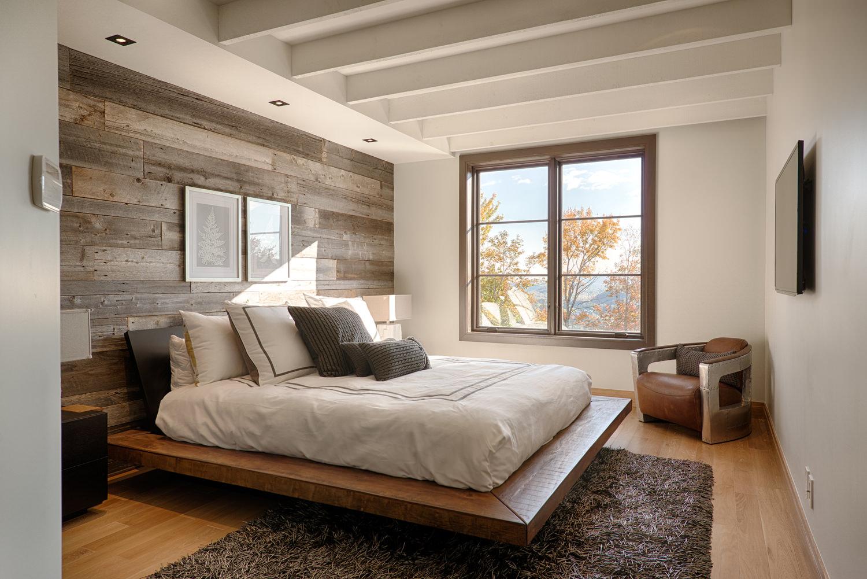 отделка стен деревом в спальне