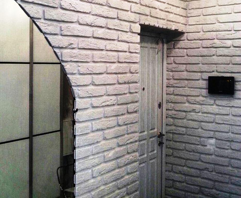 отделка входной двери кирпич