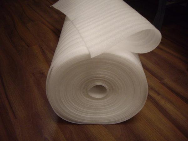 Полиэтиленовая пена - это самая недорогая рулонная подложка.