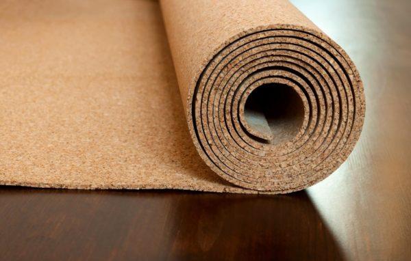 Подкладка из пробки обычно доступна толщиной 3 или 6 мм.