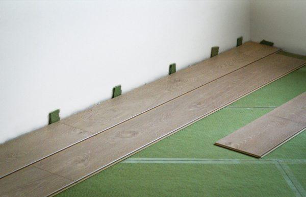 Подложку из хвойных материалов чаще всего делают под заказ.