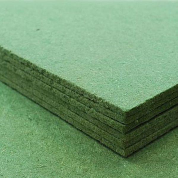 Более разумным решением было бы купить специальные подстилки для ламината в рулонах или листах.