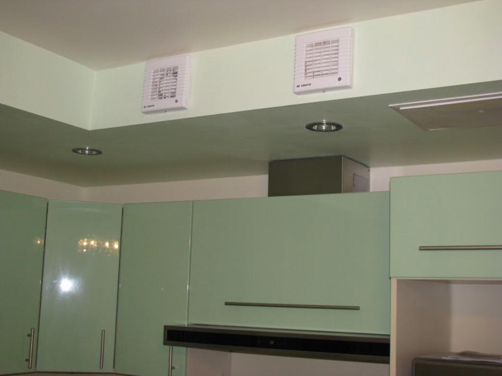 вентиляция с вытяжкой на кухне