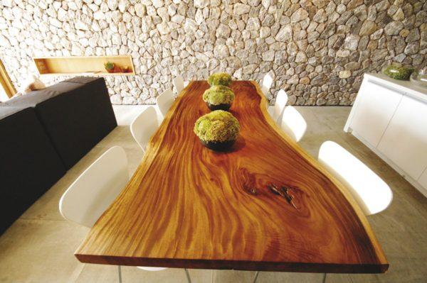 Какое бы покрытие не было выбрано, оно является лишь дополнением и украшением основного материала – дерева.