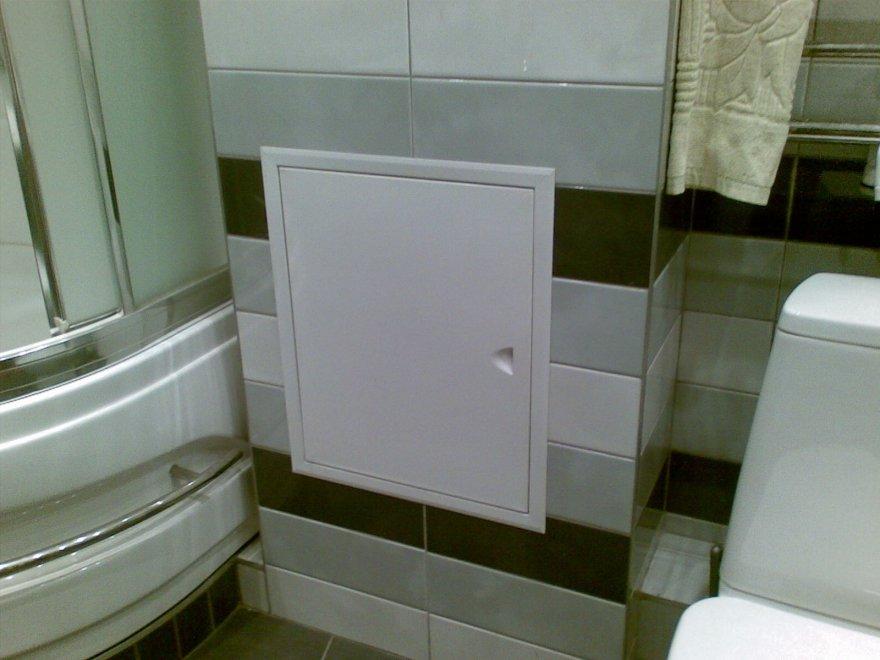 ревизионный люк в ванной из пластика