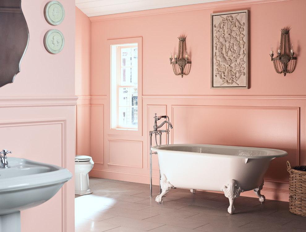 розовые стены в ванной