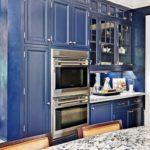 синий кухонный гарнитур фото интерьера
